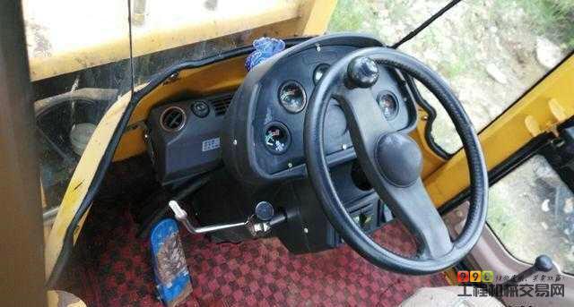 大型鲁工938大铲车低价转让两台的图片